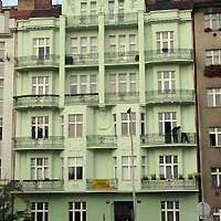 Slovinská 3, Praha 10. Oprava a nátěr fasády z lešení. Materiál Baumit.